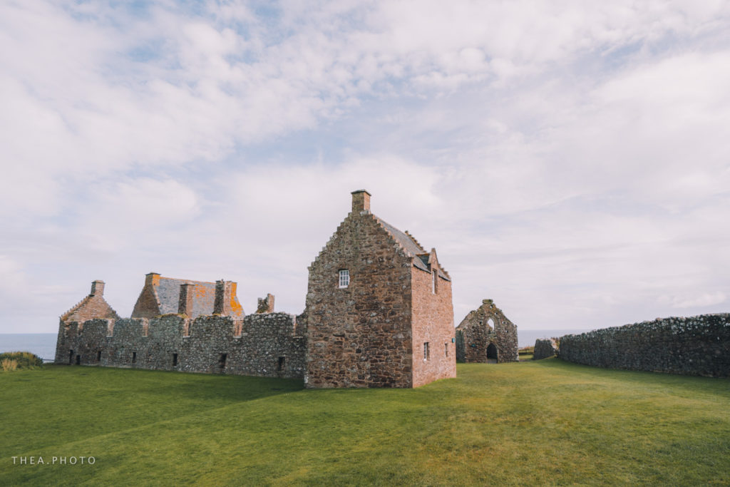 Visiting the castle is really worth it, you can visit the stables, the smithy and the thiefs hole